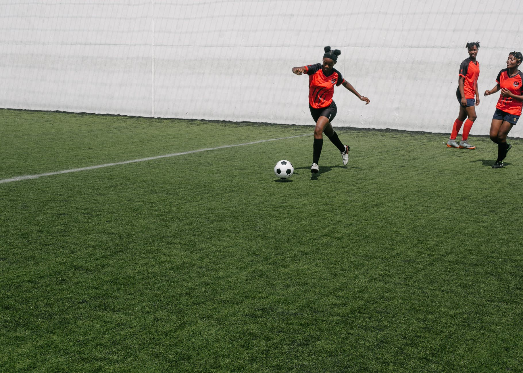 6 Ways Playing Team Sports Can Improve Your Life