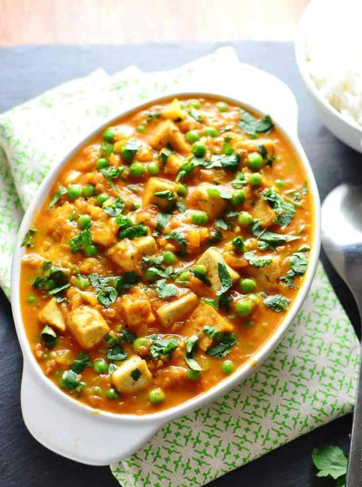 Vegan Curry with Tofu and Peas