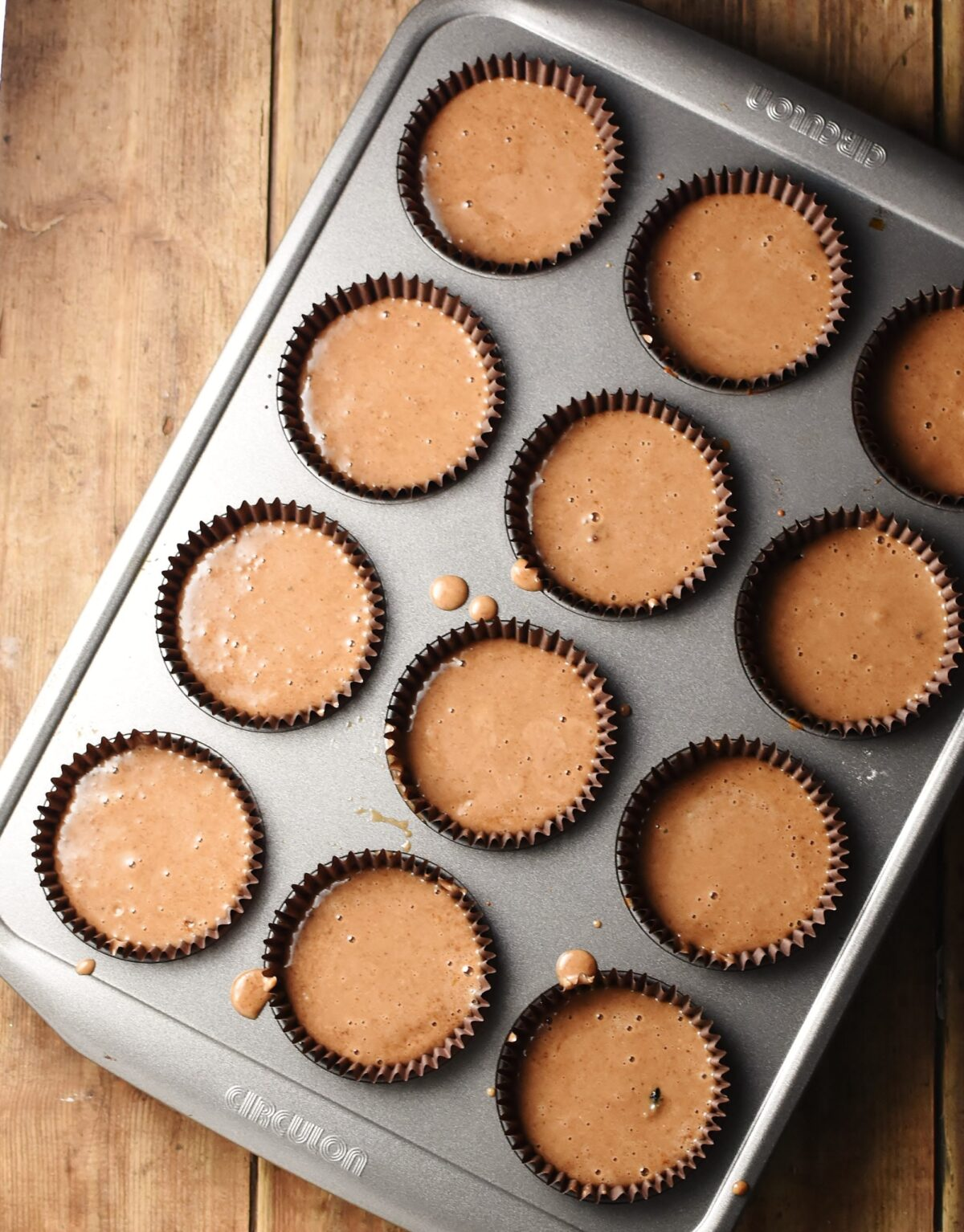 12 unbaked muffins in muffin pan.