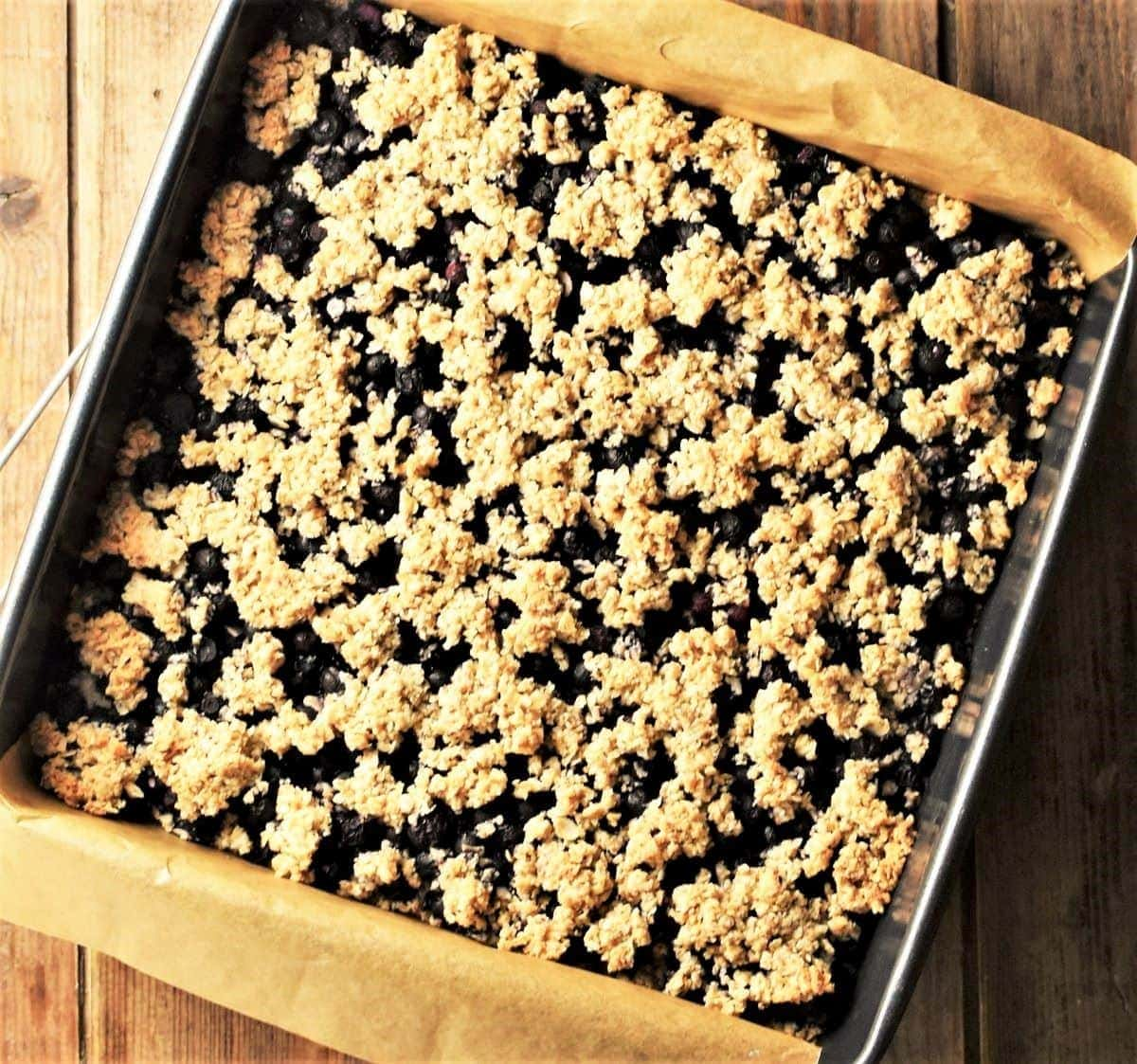 Blueberry bars recipe with crumbly topping in square pan.