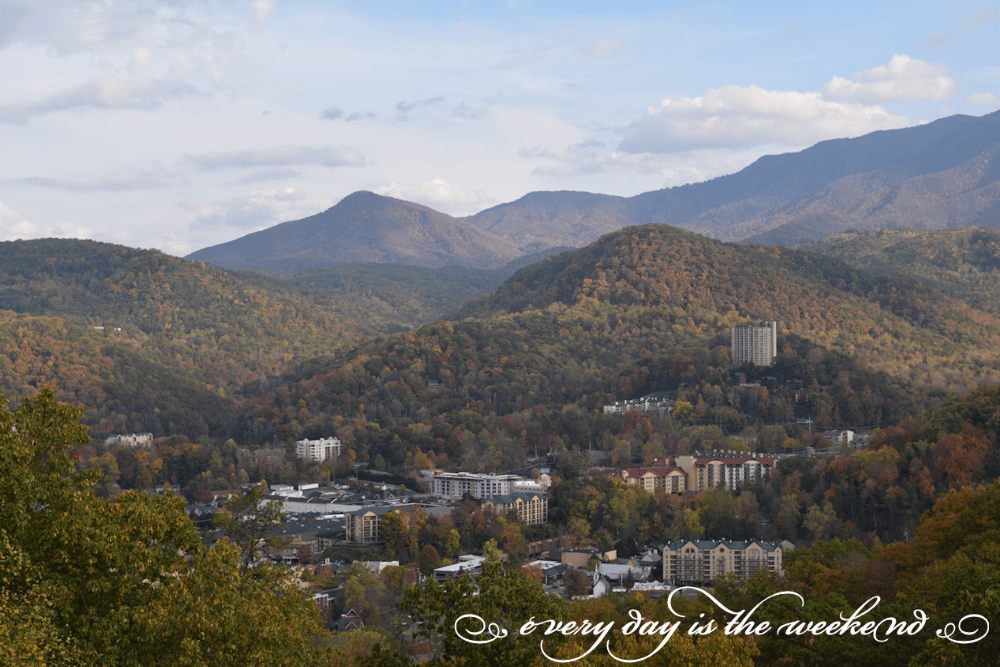 Gatlinburg Overlook l Destination: Pigeon Forge, TN