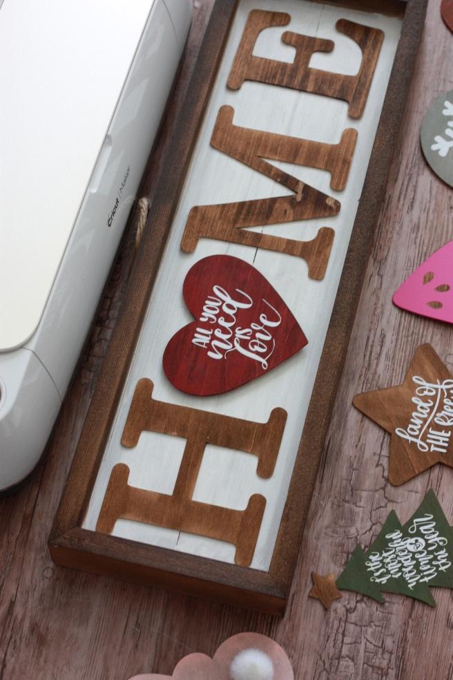 DIY SEASONAL HOME SIGN WITH THE CRICUT KNIFE BLADE | EVERYDAY JENNY