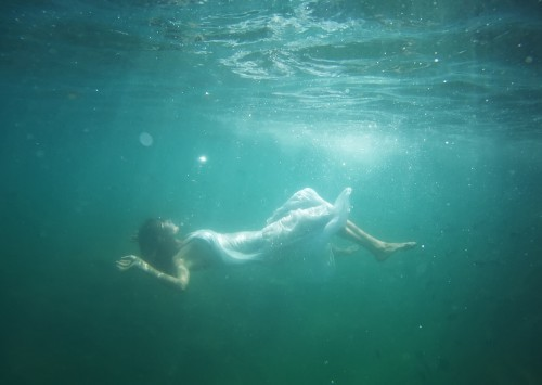 AZLYRICS COM AZ | What Does It Mean to Dream of Someone Drowning?