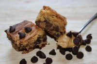 Egg Free Peanut Butter Blondies with Chocolate Chips – Vegan Adaptable