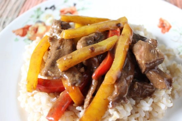 Pepper Steak and Rice is a quick meal that's ready by the time your rice is cooked! This Asian inspired dish is delicious, filling, and good for you! | EverydayMadeFresh.com