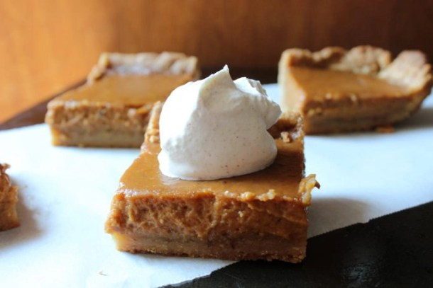 Pumpkin pie like squares with just the right amount of spice, topped upon a crust that resembles the flavors of a sugar cookie, these pumpkin spice squares are perfect! |EverydayMadeFresh.com