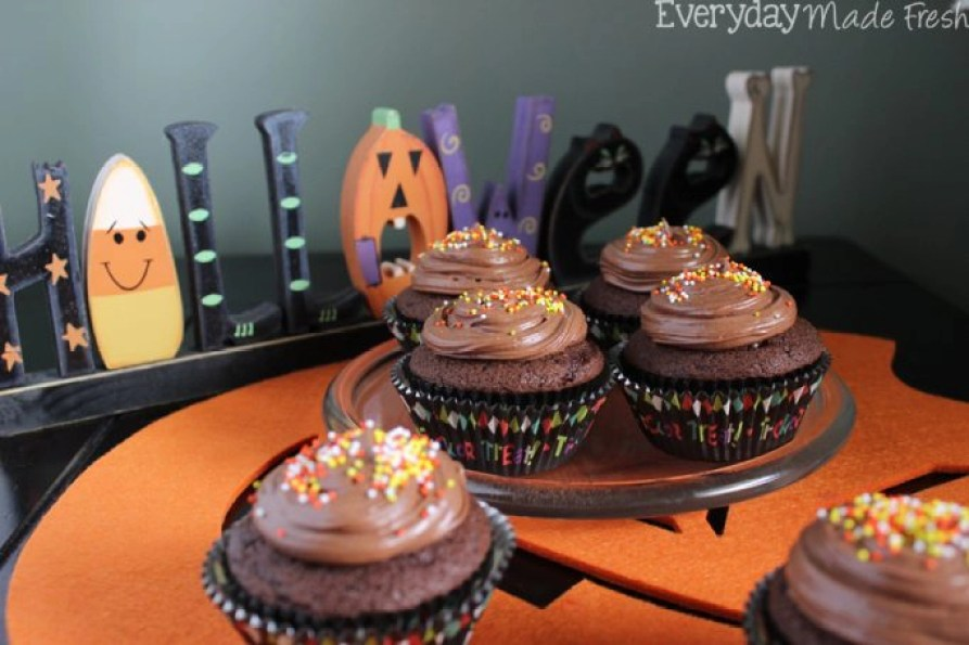 These Not So Spooky Spiced Chocolate Halloween Cupcakes are perfect for Halloween! | EverydayMadeFresh.com