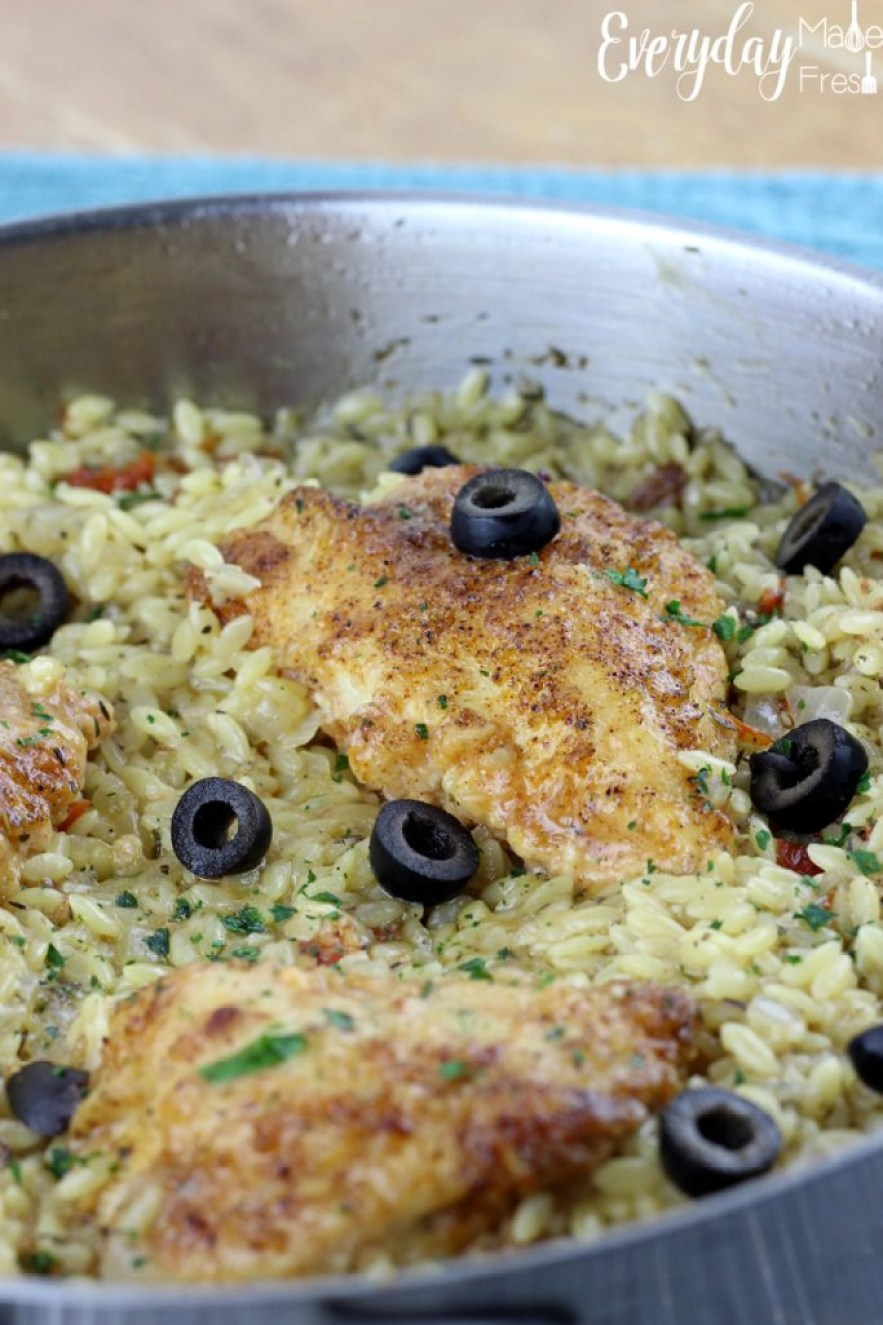 Weeknight meals just got a whole lot easier with this Greek Chicken & Orzo Skillet! Loaded with flavors and ready in less than 20 minutes. | EverydayMadeFresh.com