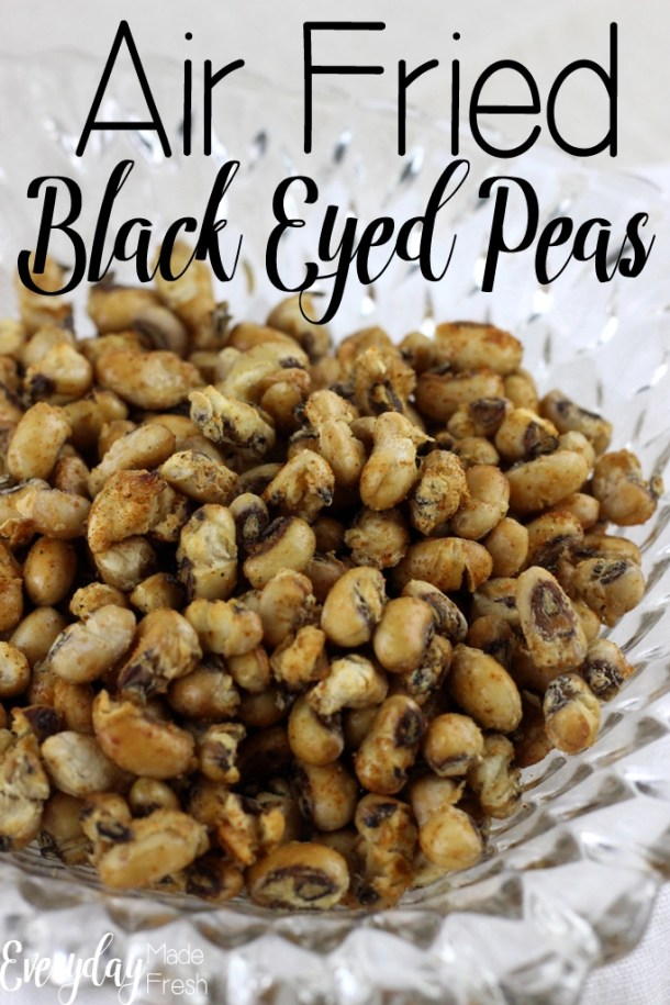 Up close clear bowl of crunchy black eyed peas.