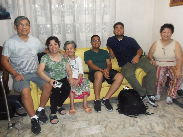Nanay with Ate Jojie and family and Ate Nenette.