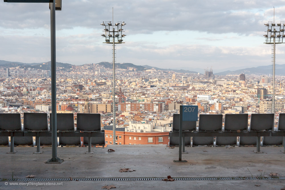 Der olympische ring am berg montjuic everything barcelona for Piscina sant jordi barcelona