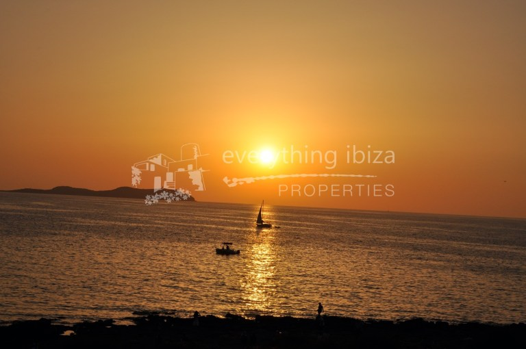 Penthouse apartment with roof terrace for sale by everything ibiza Properties
