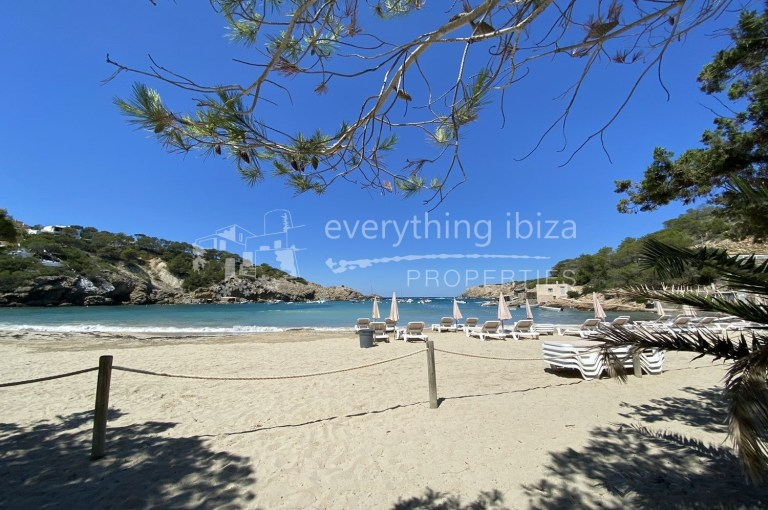 Private apartment with roof terrace for sale in Ibiza by everything ibiza Properties