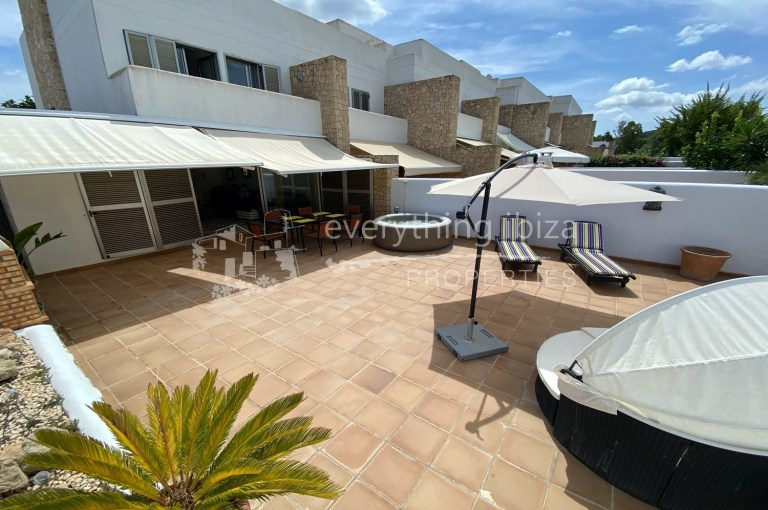 Large modern townhouse for sale by everything ibiza Properties