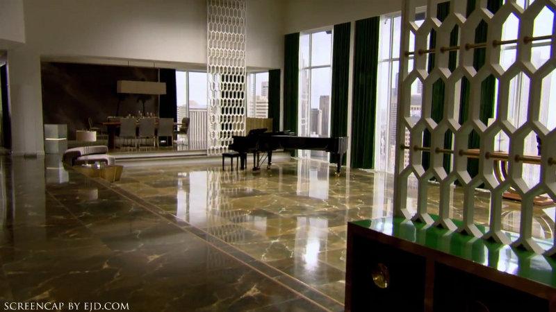 Fifty Shades of Grey - Sam Taylor-Johnson on Christian Grey's Apartment.mp40165