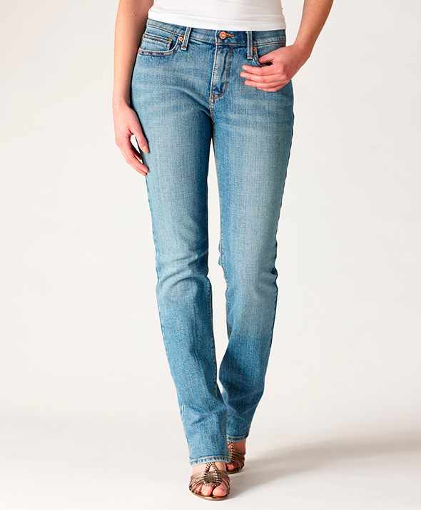 Model-straight-cut-jeans-for-women