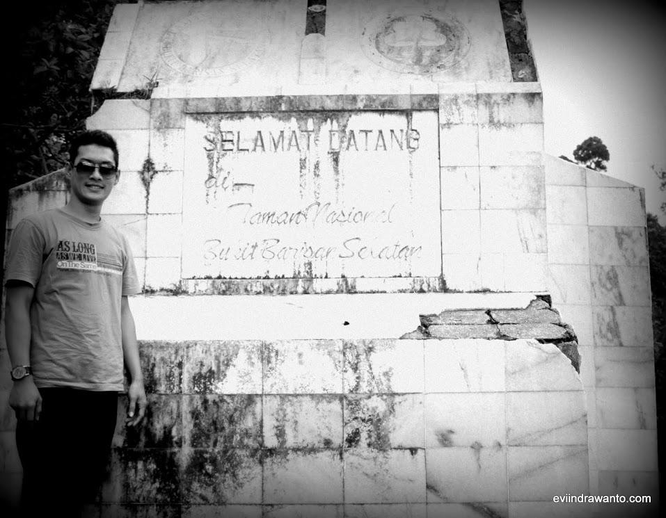 Gapura Selamat Datang di Taman Nasional Bukit Barisan Selatan