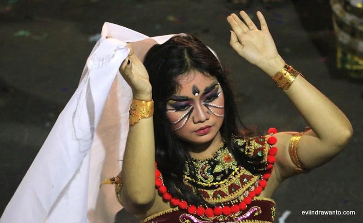 Gadis-Gadis Bali moderen yang berakar kuat pada tradisi