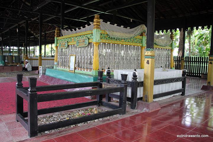 foto makam sultan suriansyah 1