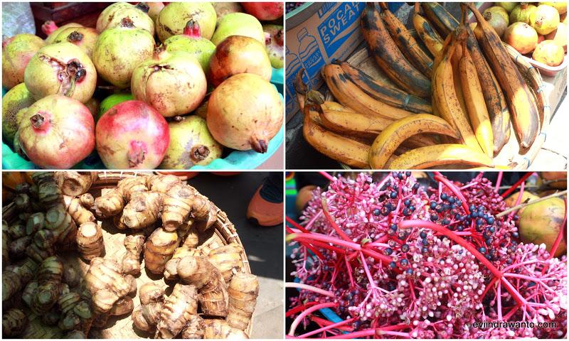 Buah-buahan yang dijual di Komplek Makam Sunan Muria