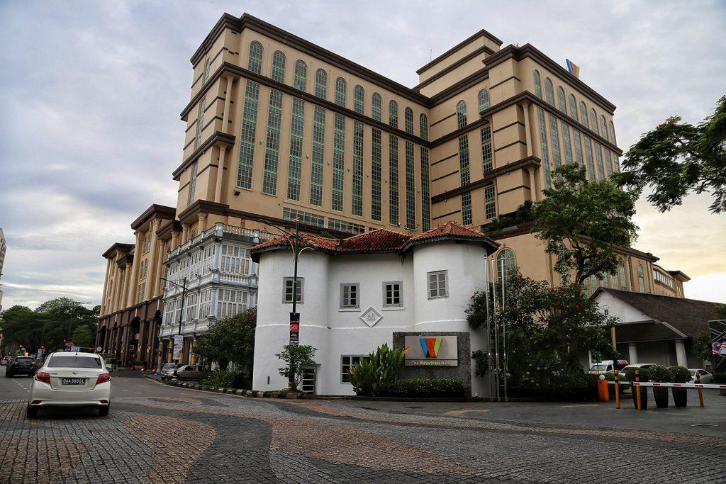 The Waterfront Hotel - Harmonisasi klasik dan Moderen
