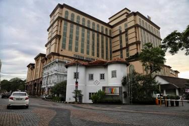 Waterfront Hotel - Harmonisasi klasik dan Moderen