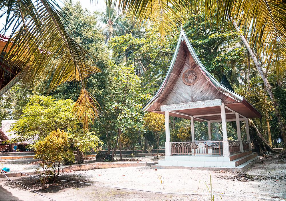 Makam Keramat di Pulau Angso Duo
