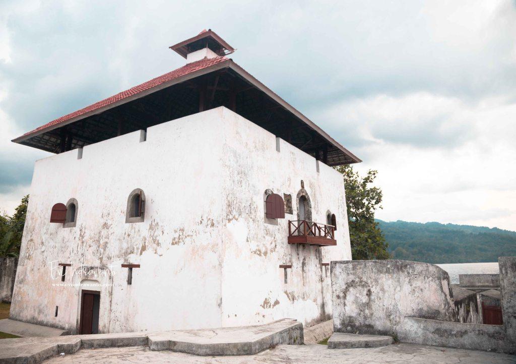 Benteng Belanda di Ambon. Tempat tujuan wisata. Sukses ratusan tahun melewati masa