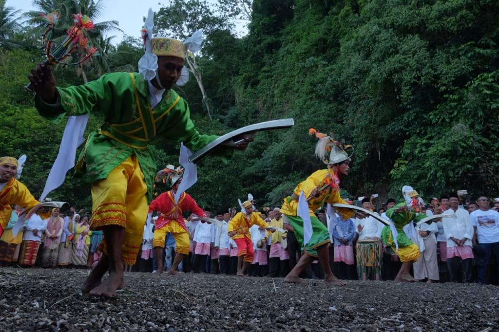 Tari Cakalele dari Gandong
