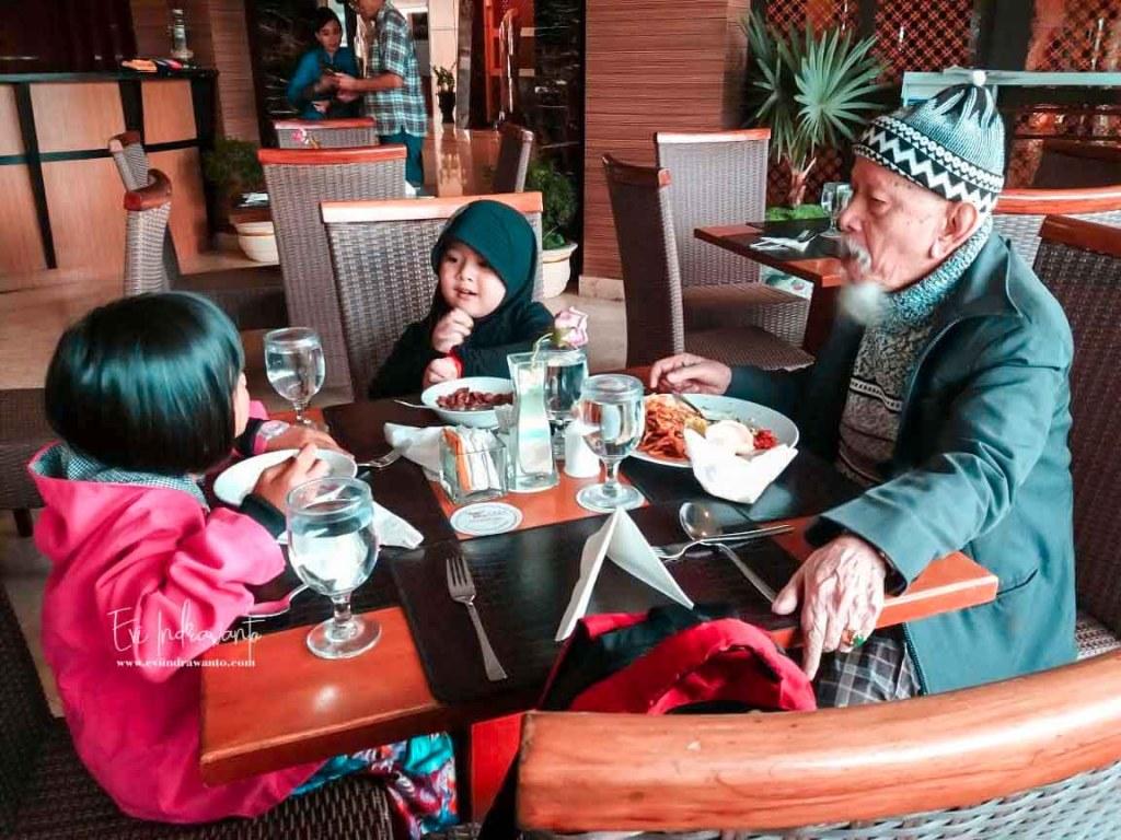 Sarapan di Grand Rocky Hotel Bukittinggi