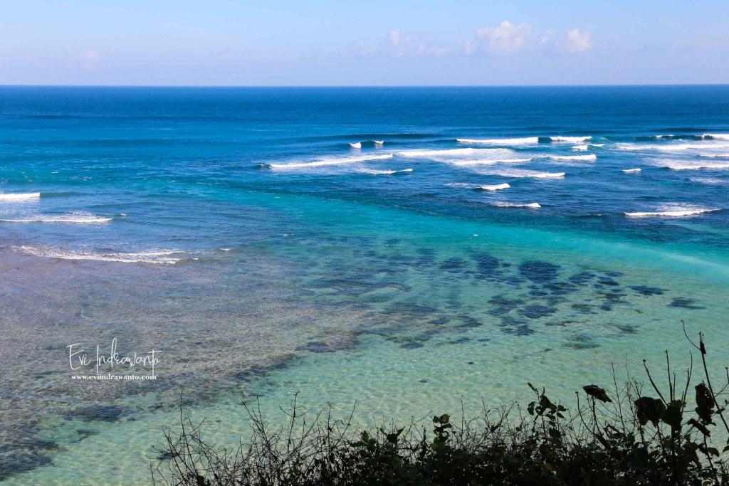 Tiga gradasi warna Pantai Pandawa