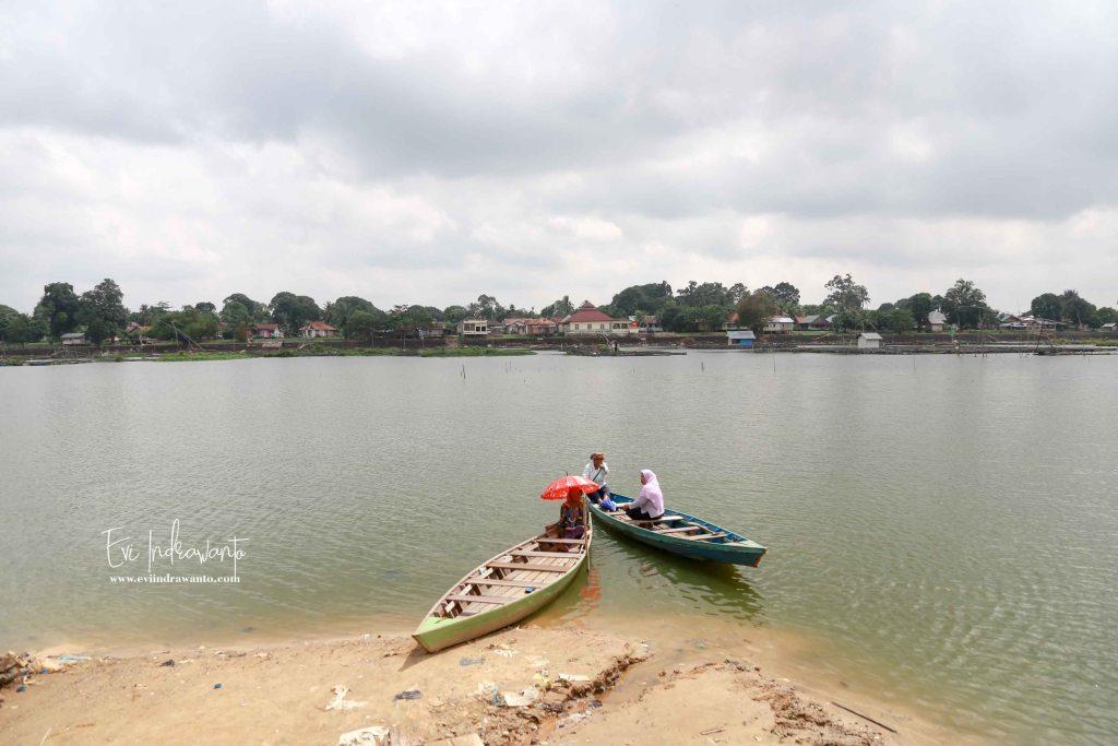 Transportasi penyeberangan Danau Sipin Jambi