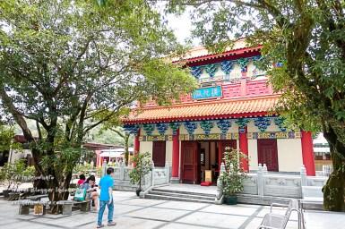Sisi lain Biara Po Lin