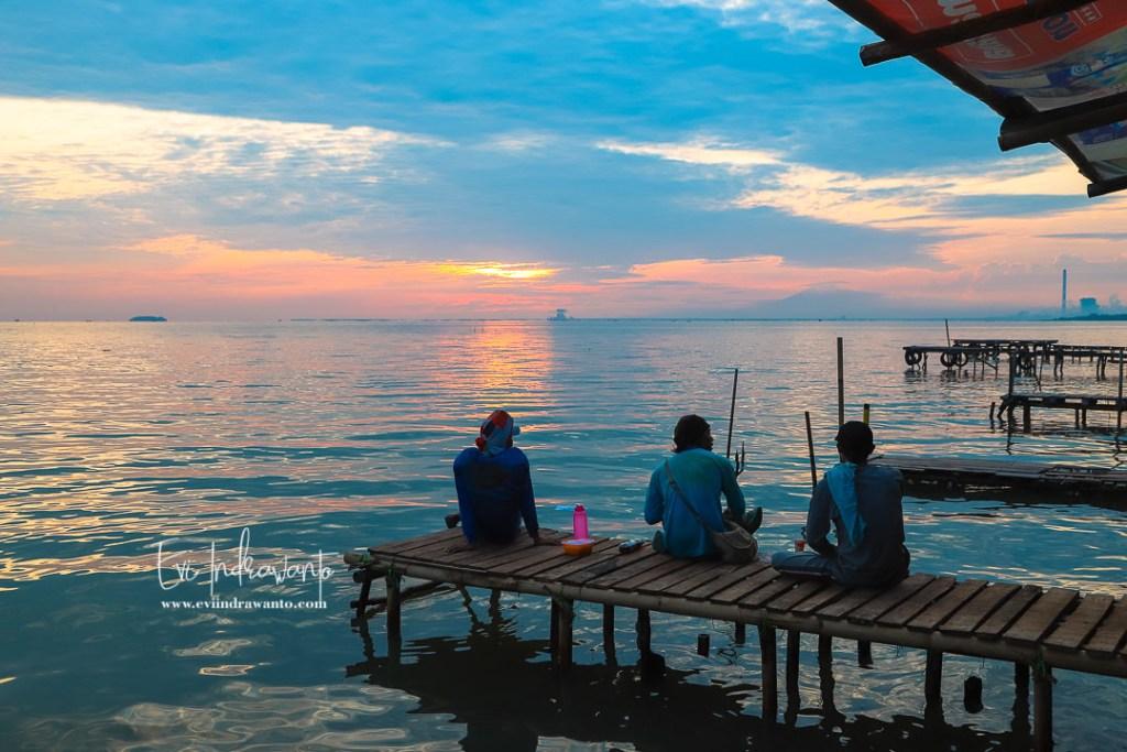 Sunrise di Pantai Kejawanan Cirebon