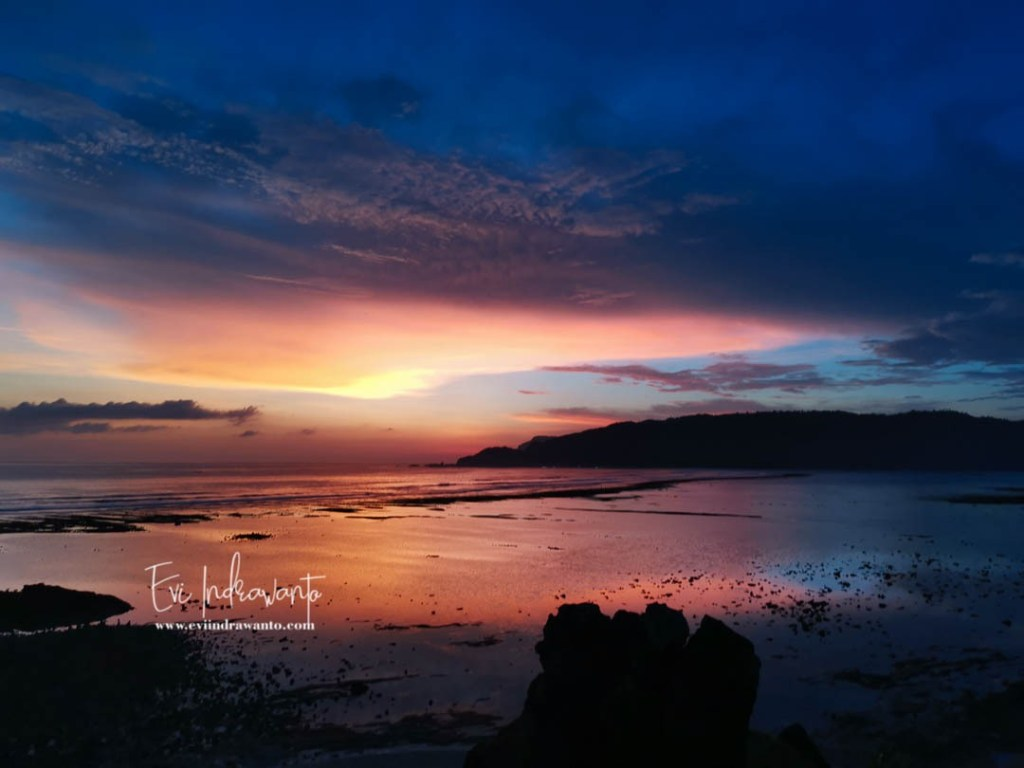 Blue hours di Pantai Seger Lombok Tengah - Travel blog dan Instagram