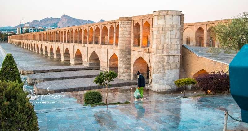 Dua Jembatan Bersejarah di Isfahan dan Keramahan Paripurna Orang Iran