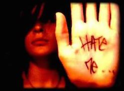 Comment aider une personne qui se déteste ?