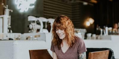 Femme-site-ecommerce-stratégie
