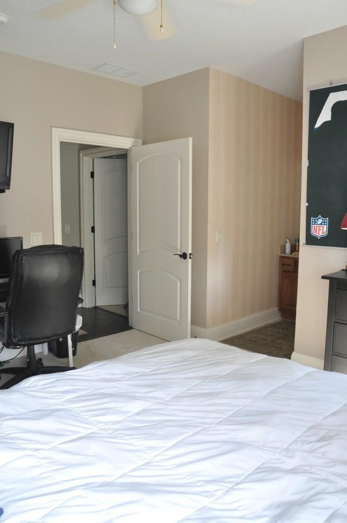teen-boy-bedroom-before8
