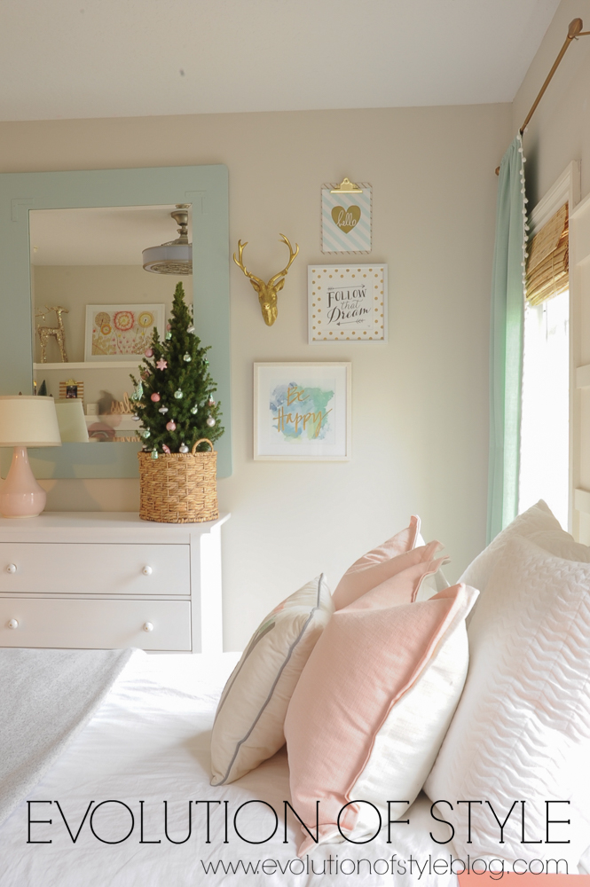 Girl's Room Decorated in Pastels for Christmas