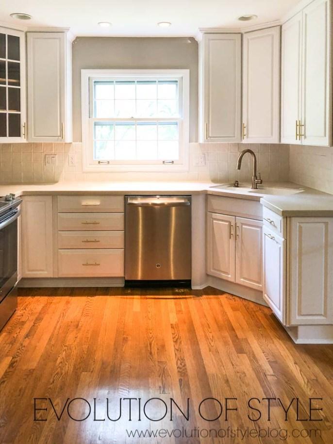 Benjamin Moore's Decorator's White Cabinets