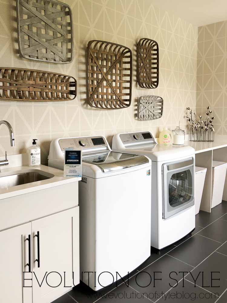 Modern Farmhouse - Laundry Room