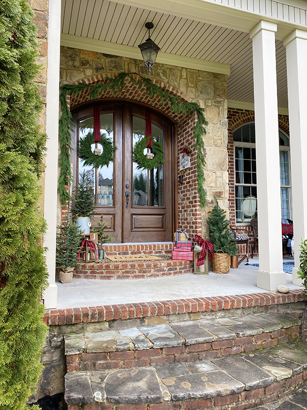 2019 Holiday Tour of Homes - Less Than Perfect Life of Bliss - Holiday Front Porch