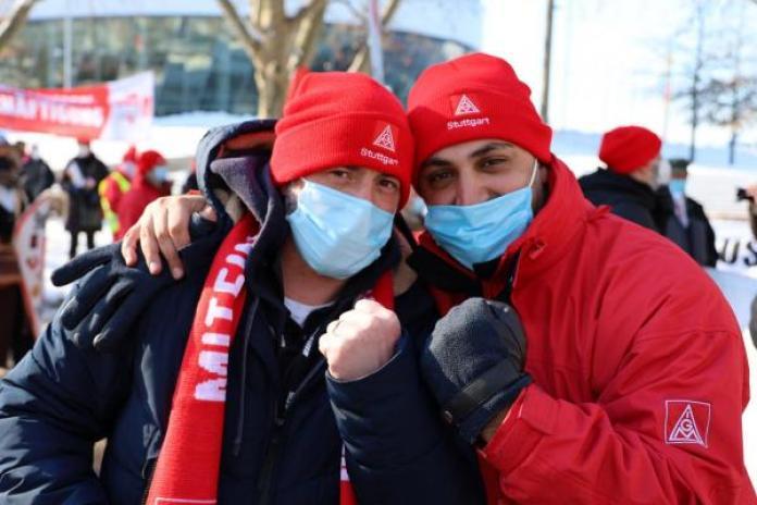 Almanya'da IG Metall sendikasının çağrısıyla metal işçileri eylem yaptı.