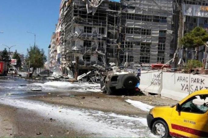 Van'da patlama: 2'si polis 48 yaralı