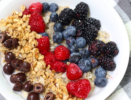 Oatmeal Chia Breakfast Bowls, a quick and easy healthy breakfast loaded with tons of nutrients that will keep you energized throughout the day.