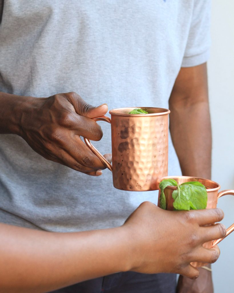 A twist on classic moscow mules with lime juice and Seagram's Lime Twisted Gin. Crispy and refreshing, the perfect drink to make to relax with after a hard day of work!