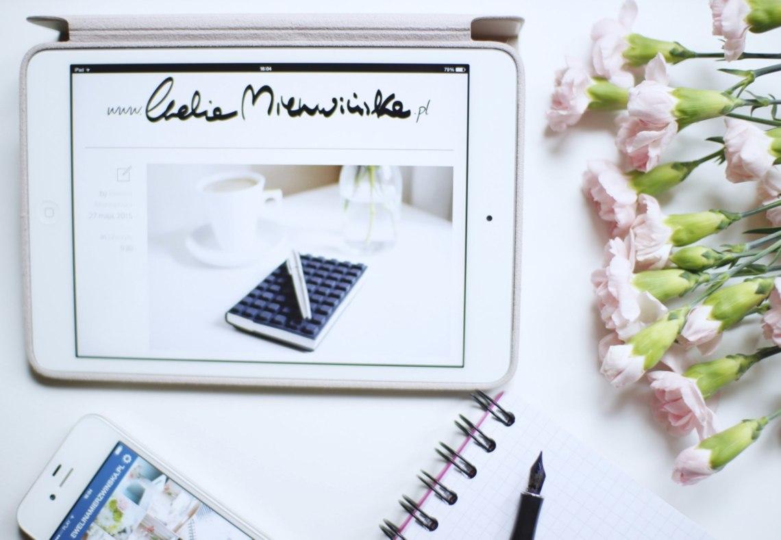 nazwa-bloga-tablet-kwiaty