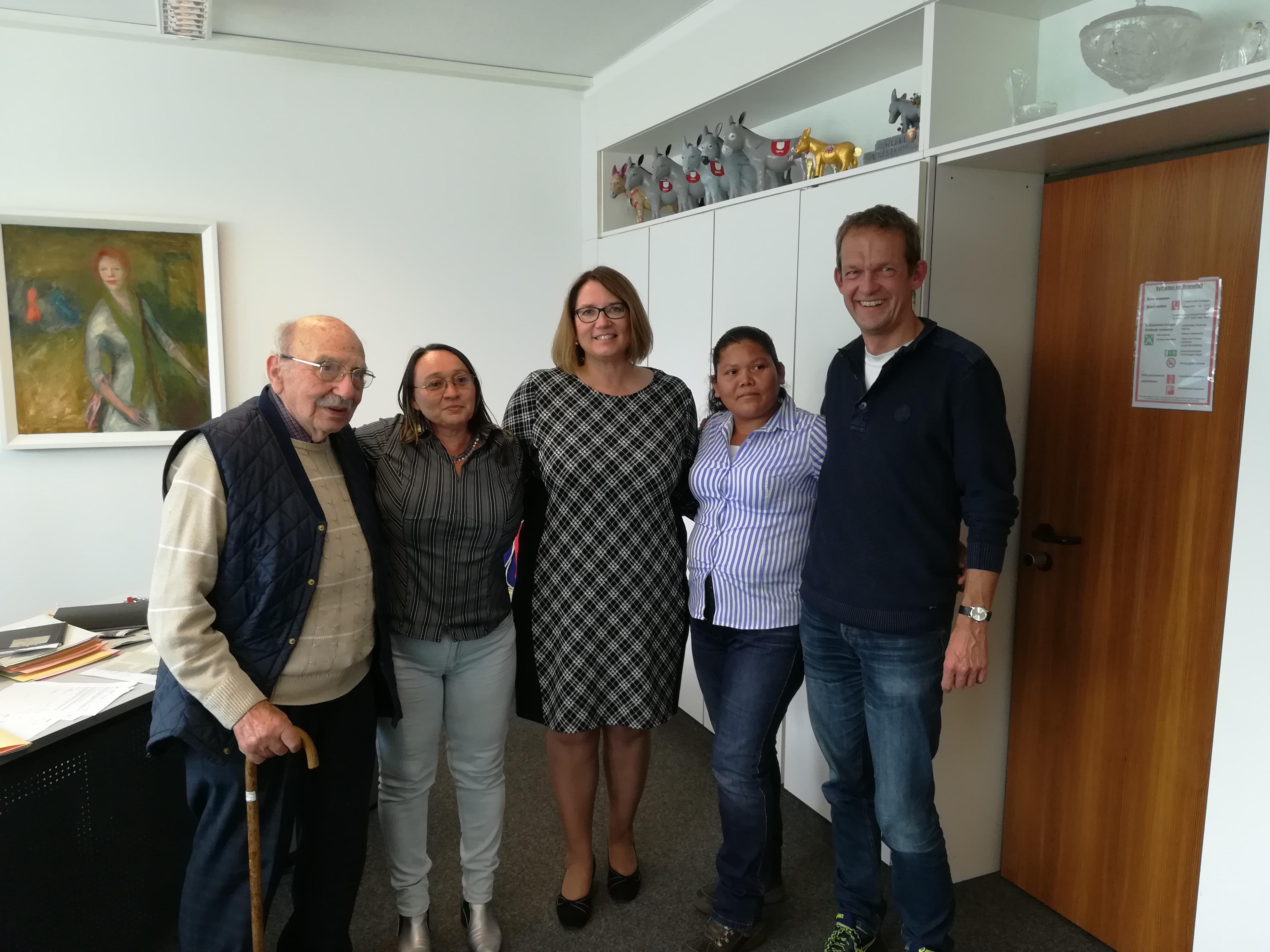 Elena und Norma bei Bürgermeisterin Westkamp