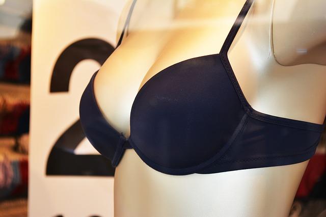 Existují i takové ženy, které potřebují prsa zmenšit